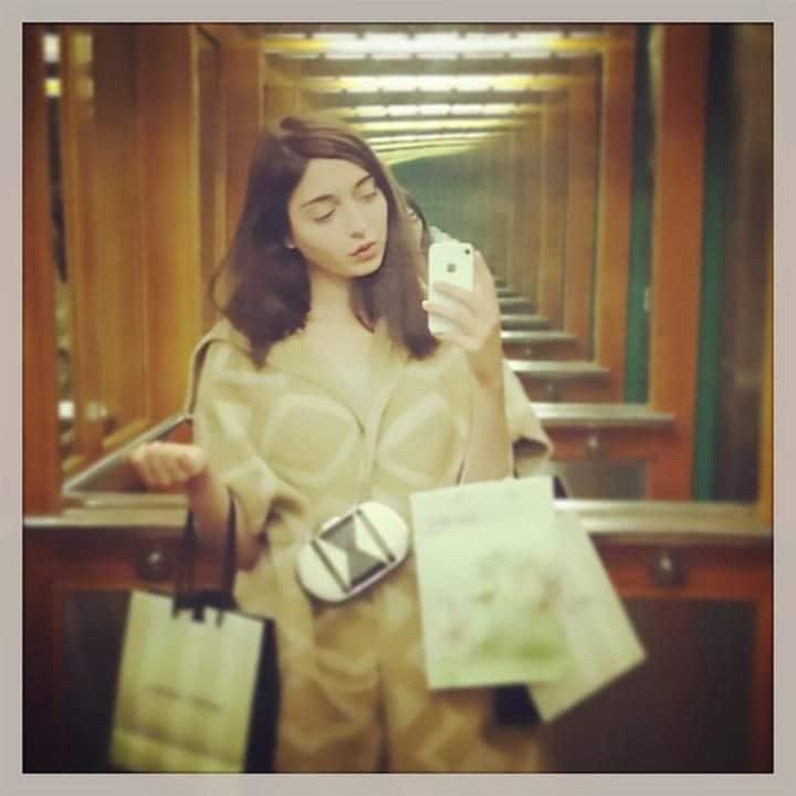 amalia-selfie-large_trans_nvbqzqnjv4bqqvzuuqpflyliwib6ntmjwfsvwez_ven7c6bhu2jjnt8